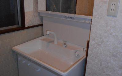 洗面スペースを広く確保した洗面台